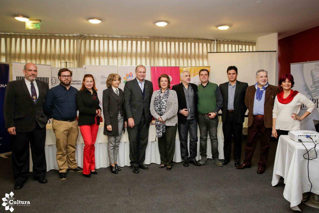 Foto: Secretaría Nacional de Cultura. Algunos artistas estuvieron presentes en el lanzamiento del Fashion Art Paraguay.