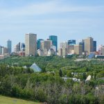 Edmonton - La ciudad es reconocida por sus esfuerzos para aumentar la adopción de la energía renovable, su objetivo de reducir a la mitad las emisiones de las operaciones de la ciudad en 2020 y la aplicación de la primera instalación de conversión de residuos en biocombustibles del mundo.