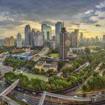 Yakarta – Esta ciudad de Indonesia fue la primera en Asia en construir un sistema de autobuses de tránsito rápido (BRT). Transjakarta es ahora el BRT más largo del mundo y la clave de los esfuerzos para reducir las emisiones de CO2, limpiar el aire y reducir los índices de congestión vehicular.