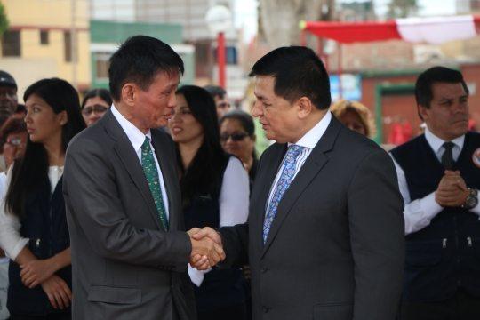 """Foto: El Embajador de Japón y el Alcalde de Callao durante el """"Día Mundial de Concienciación de Tsunamis""""."""