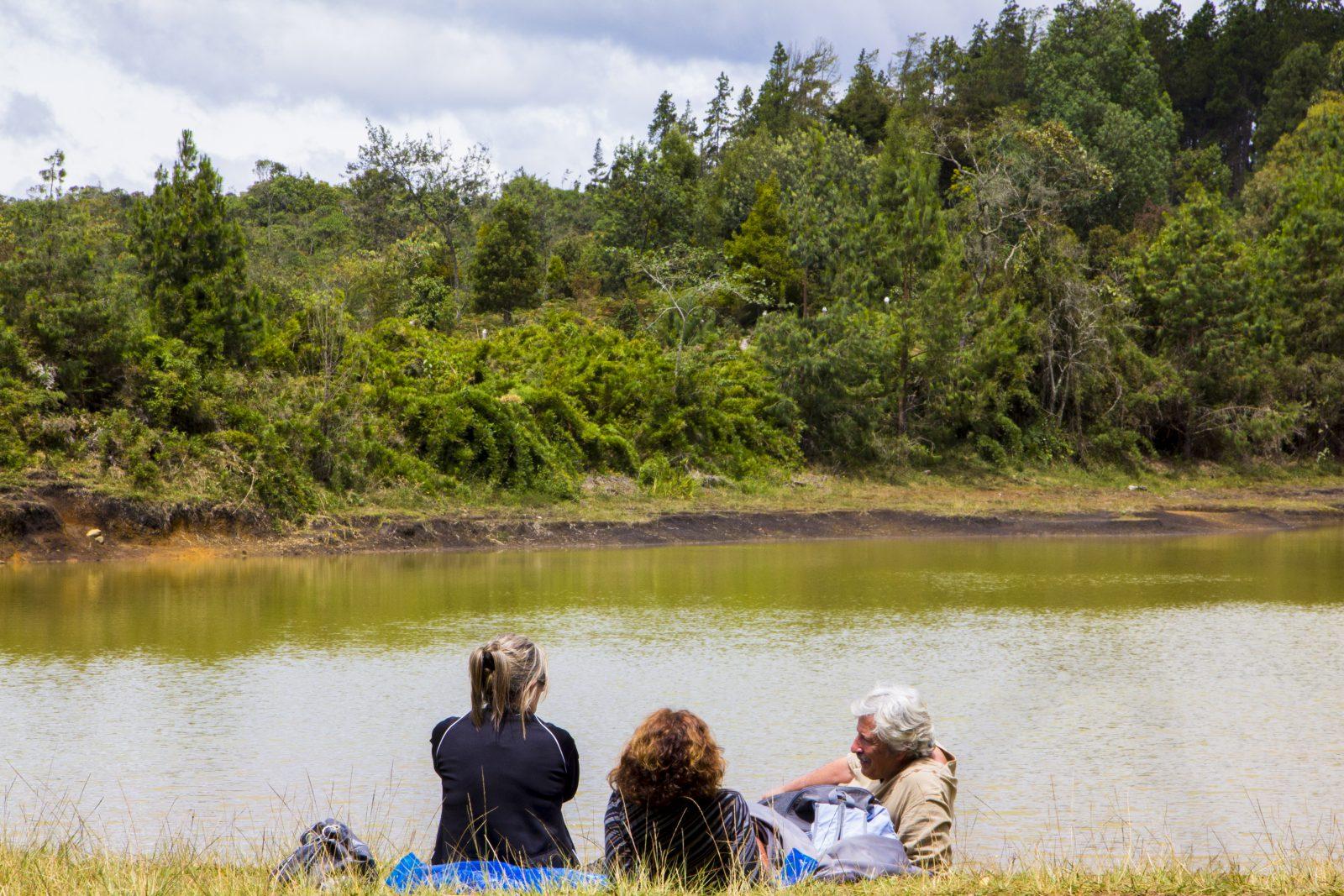 El Parque Ecoturístico Arvi de Medellín cuenta con 16.000 hectáreas, 1.760 de las cuales se encuentran en impecable estado de bosques naturales. Tiene además 54 kilómetros de senderos para caminar.