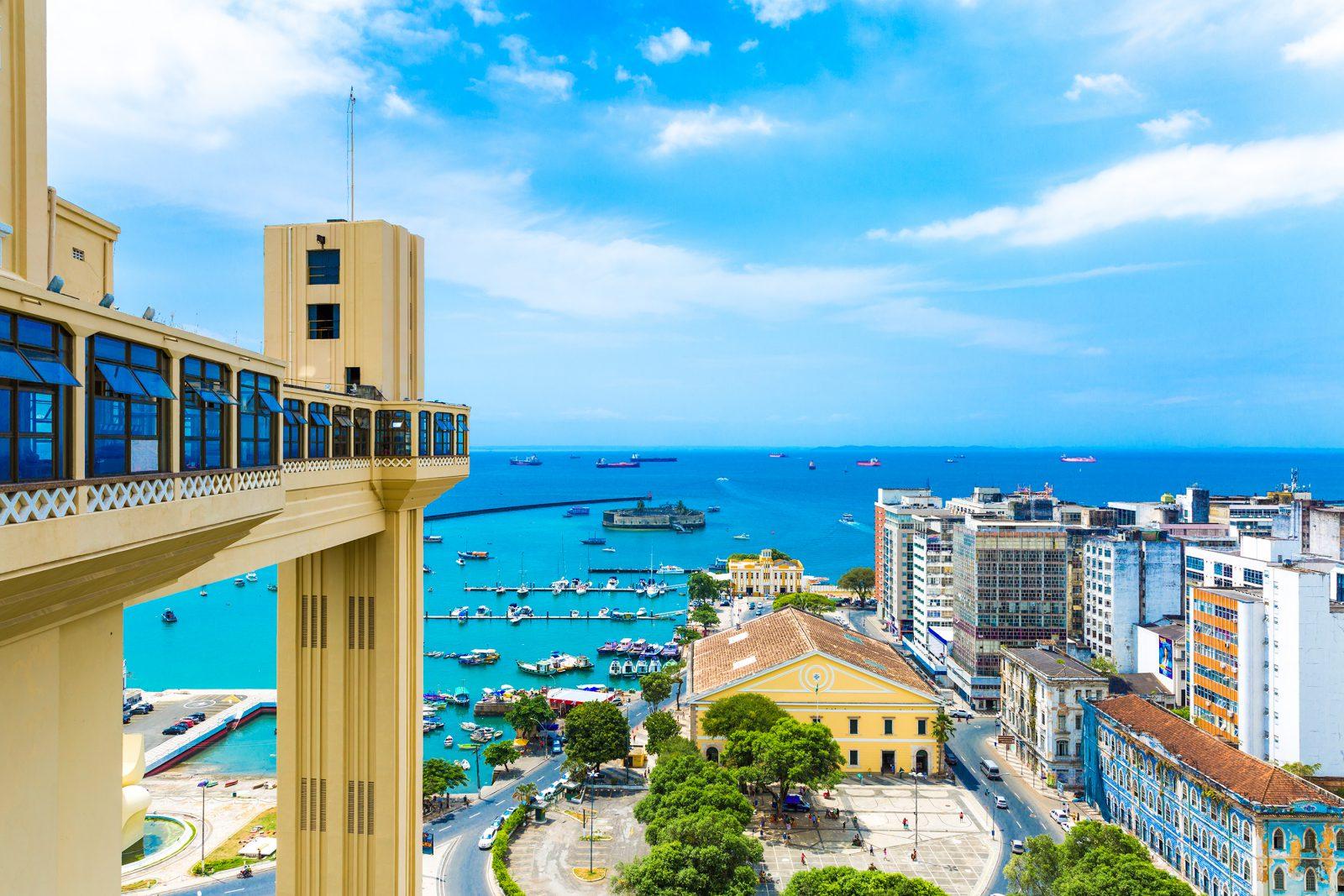 En 1873 se instaló en Salvador el primer elevador de Brasil, el Elevador Lacerda, que conecta la ciudad baja con la ciudad alta. Desde entonces este elevador ha sido un ícono de la ciudad.