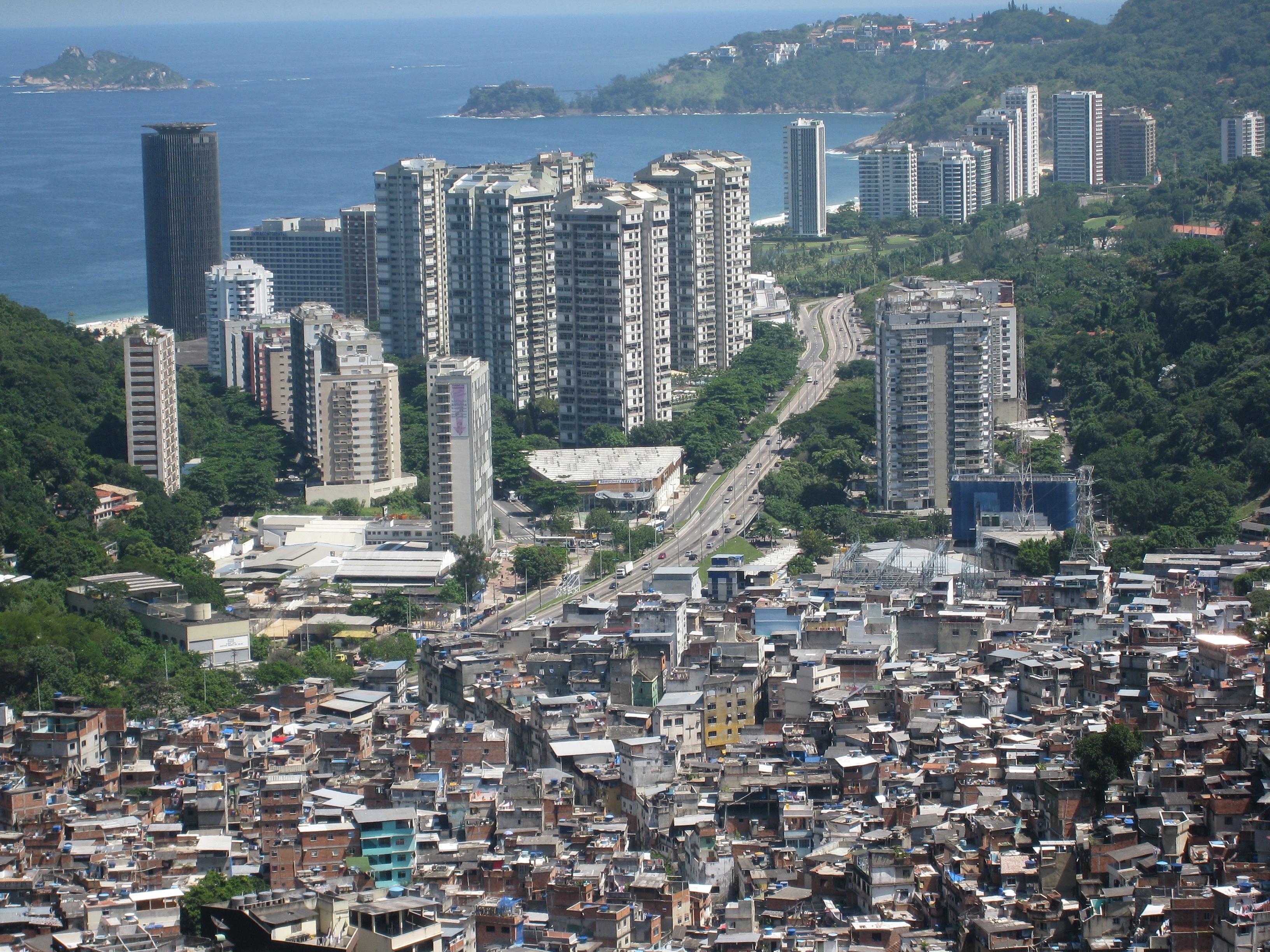 Contraste de viviendas en Brasil. Foto: Flickr/Alicia Nijdam (cc)
