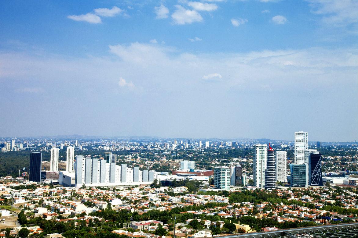 Guadalajara es la segunda ciudad más poblada de México y su zona metropolitana, junto con otros ocho municipios, es considerada la segunda área urbana más poblada del país y la décima en Latinoamérica, con 4.500.000 habitantes.