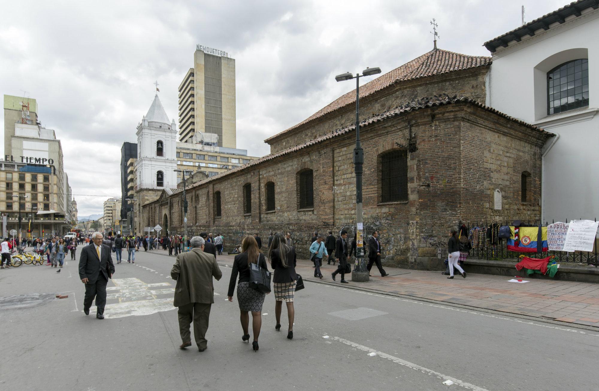 10. La Iglesia de San Francisco en Bogotá, se construyó entre 1557 y 1595 en un terreno donado a los franciscanos, en la margen derecha del río Vicachá, luego llamado río San Francisco.