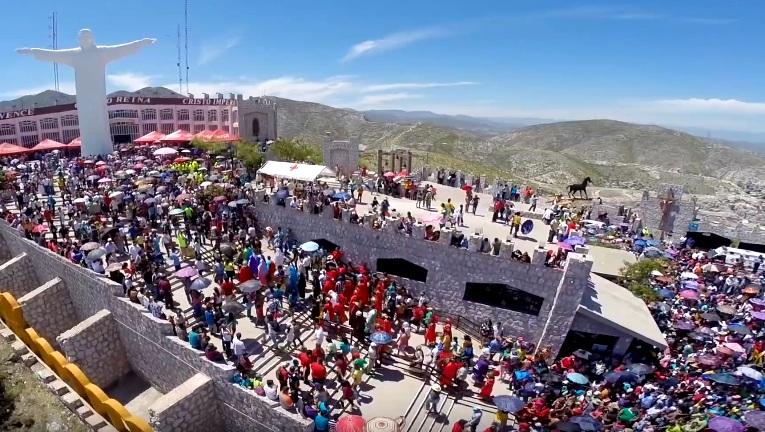 La imagen del Cristo de las Noas, de 22 metros de altura y 580 toneladas de peso, constituye uno de los principales símbolos de la ciudad de Torreón, México. Allí hay Viacrucis en vivo en Viernes Santo.