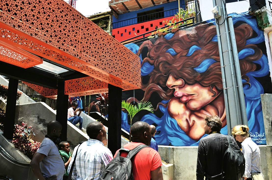 Muchos operadores turísticos ofrecen el Graffitour, pero lo recomendable es hacerlo con los chicos de los colectivos culturales de la zona.