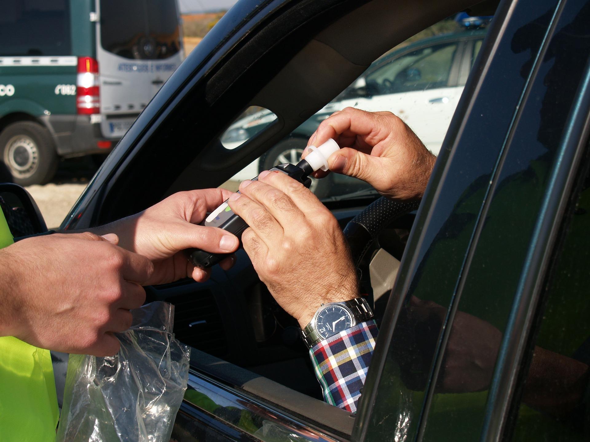 5. Conducir bajo los efectos del alcohol incrementa el riesgo de accidente, pero solamente 34 países, con una población de 2.100 millones de personas, tienen leyes sobre la conducción bajo los efectos del alcohol que se ajustan a las prácticas óptimas al respecto.