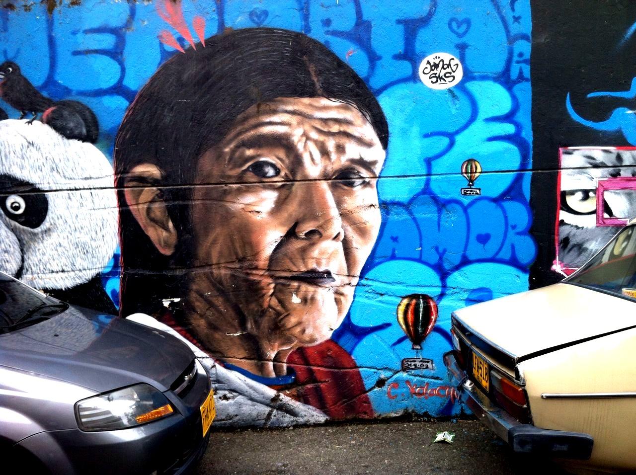 Iniciamos el ascenso y nos encontramos con el mural Mariscal, el más simbólico y que deriva su nombre de una de las operaciones militares más violentas, junto con la Operación Orión en 2002.