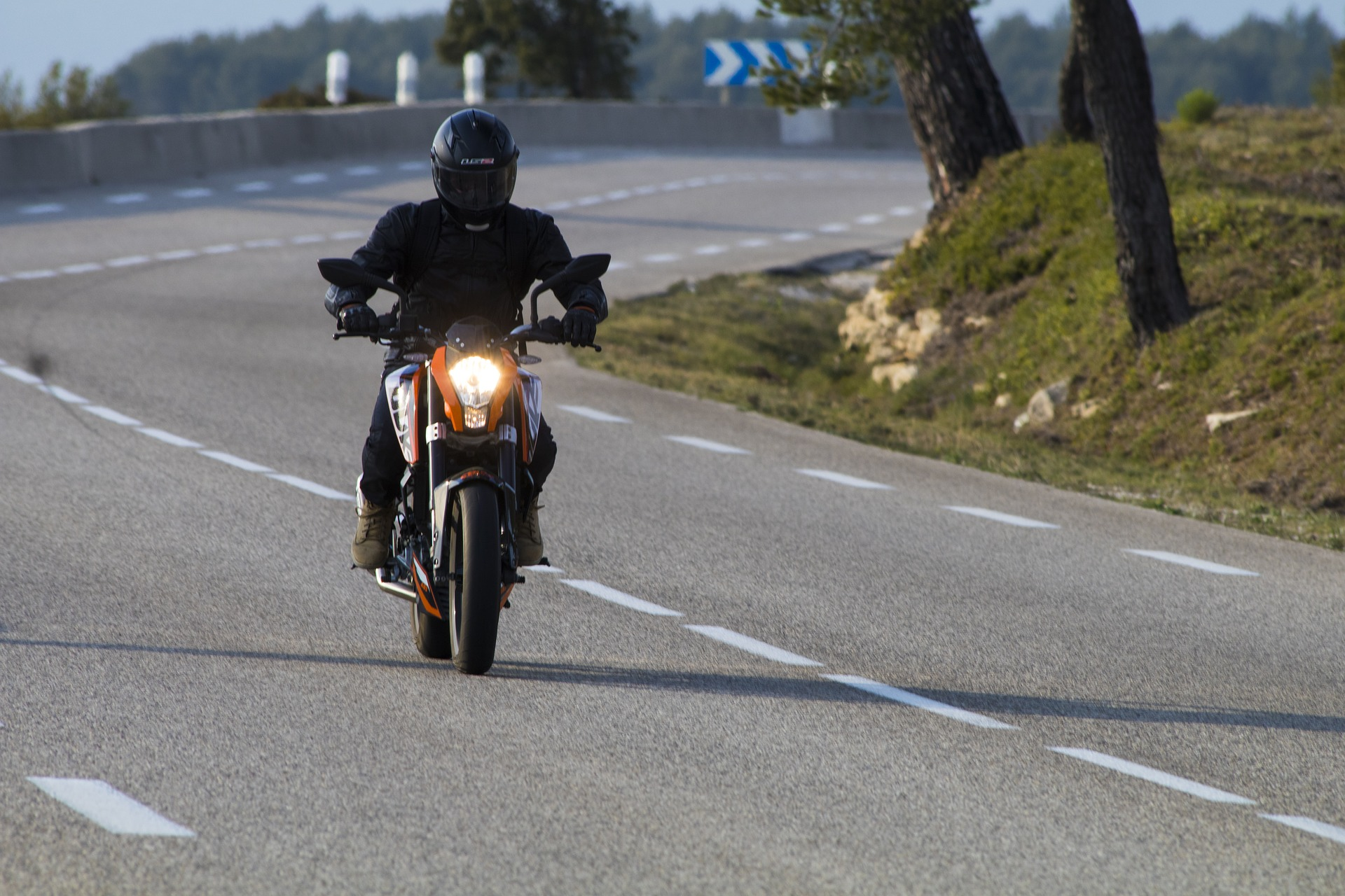 6. La utilización de un casco de buena calidad puede reducir el riesgo de los motociclistas de morir por accidente de tránsito en un 40%. Pero solo 44 países, que representan un 17% de la población mundial, tienen leyes sobre el uso del casco por los motociclistas que se ajustan a las prácticas óptimas.