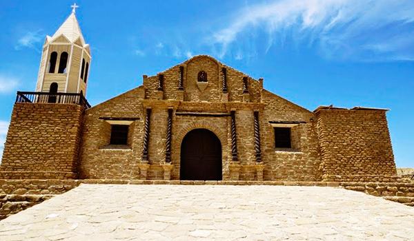 7. La Iglesia San Lucas de Colán en Piura (Perú), es considerado el primer templo católico del Pacífico Sur. Su construcción data de 1535.