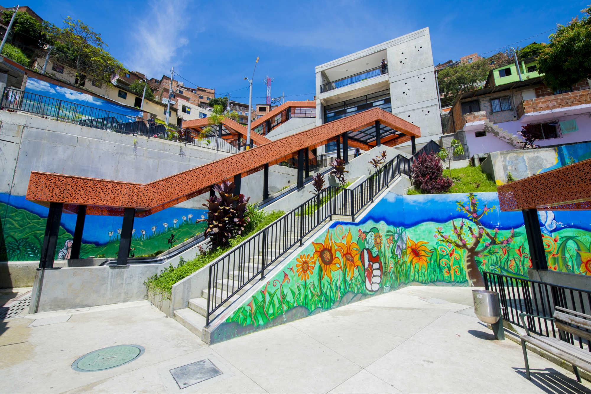 Las escaleras eléctricas son una intervención urbana única en el mundo y que dio una nueva imagen y sentido de pertenencia a los habitantes de la comuna 13.
