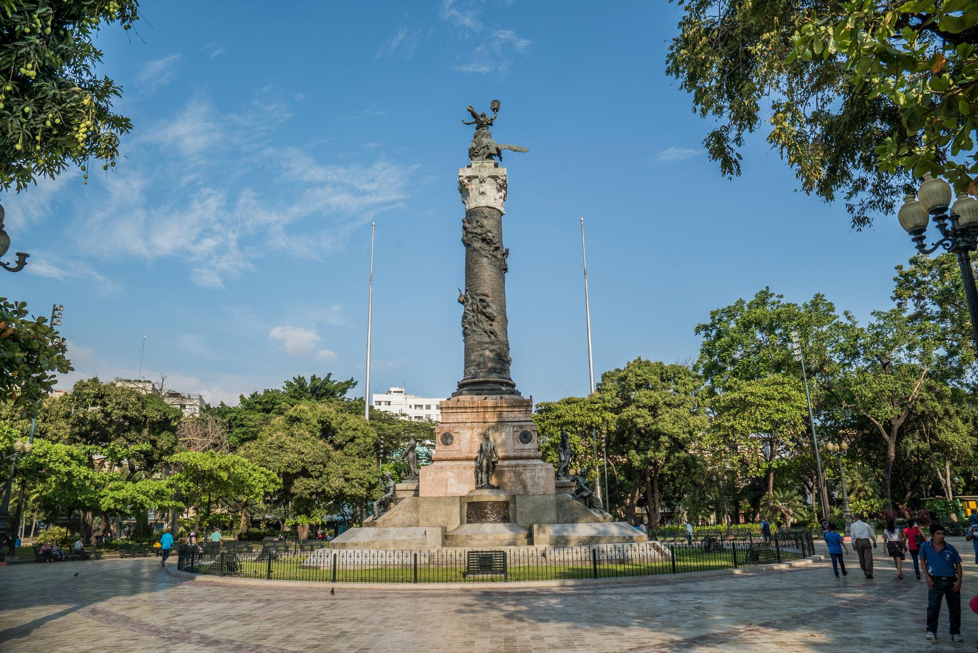 Otro lugar para conocer es la Plaza del Centenario, que fue inaugurada el 9 de Octubre de 1920, en honor a la conmemoración de los cien años de la independencia de esta ciudad ecuatoriana. Foto: The Editors - Shutterstock