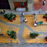 El Proyecto 'Green Virus' tiene dos prototipos construidos en el centro de Medellín sobre el eje del Tranvía de Ayacucho. Para su ejecución participaron cerca de 50 voluntarios que con la ayuda de vecinos, han logrado trabajar de forma colaborativa para transformar su hábitat.