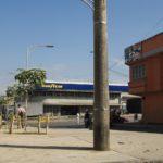 'El Tierrero', epicentro del comercio negro de partes de automóviles en la ciudad de Bucaramanga, fue uno de los sectores seleccionados para ejecutar un proyecto de urbanismo táctico. Aquí su aspecto antes de la intervención.