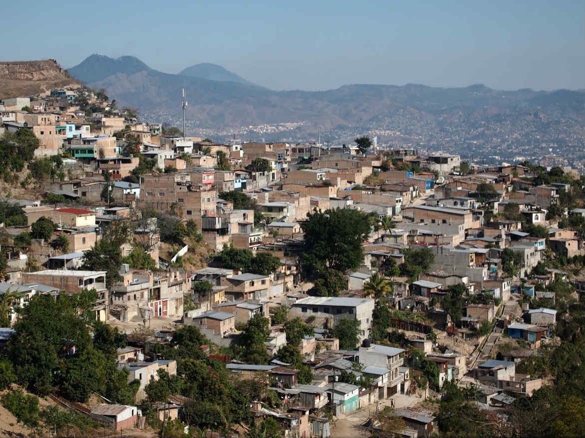 Millones de personas viven sin techo o en casas inadecuadas, un asalto a la dignidad y la vida