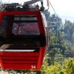 Santiago de Chile tiene desde 1980 un teleférico turístico al Parque Metropolitano del Cerro San Cristóbal. Fue cerrado en 2009 por fallas constantes y fue renovado y reactivado en 2016 por el gobierno de la presidenta Michelle Bachelet.