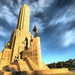 Rosario es reconocida como la Cuna de la Bandera Argentina, y su edificación y atractivo más visitado es precisamente el Monumento a la Bandera.