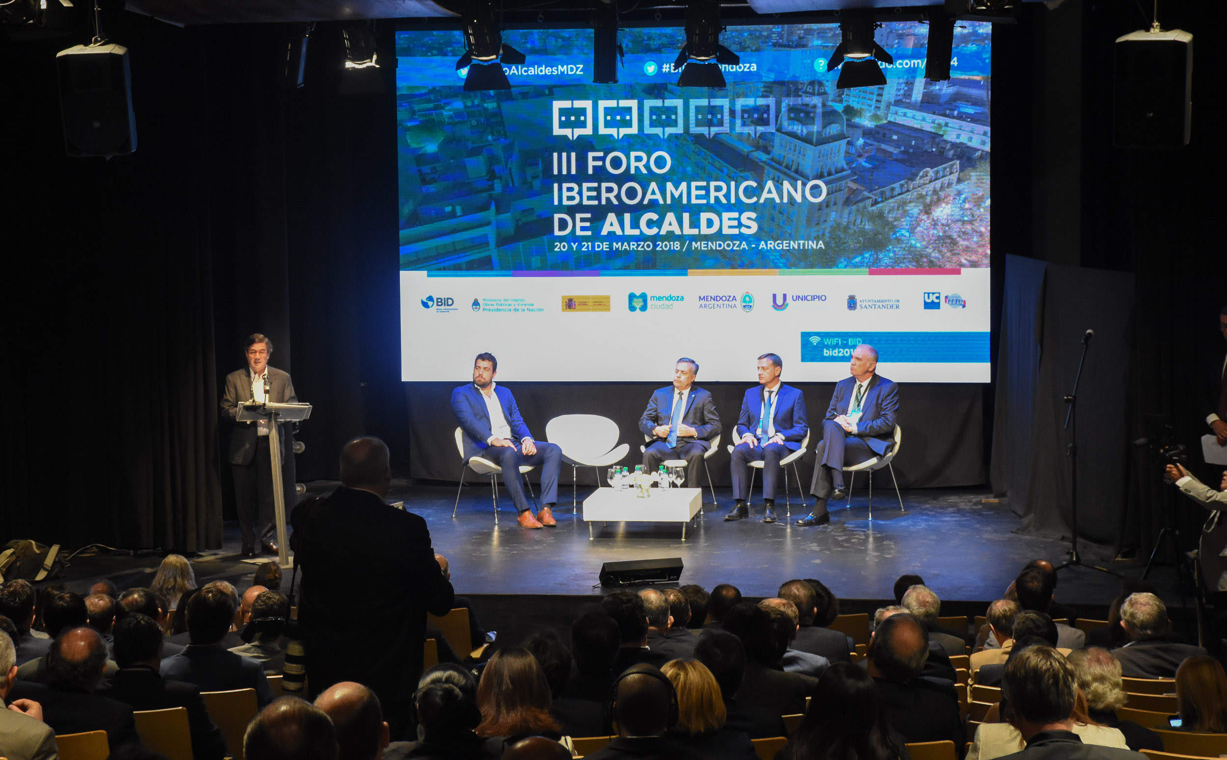 Mendoza recibió el III Foro Iberoamericano de Alcaldes del BID