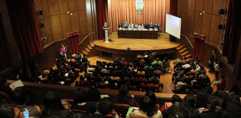 La Paz podría tener universitarios especialistas en casos de violencia contra la niñez y adolescencia