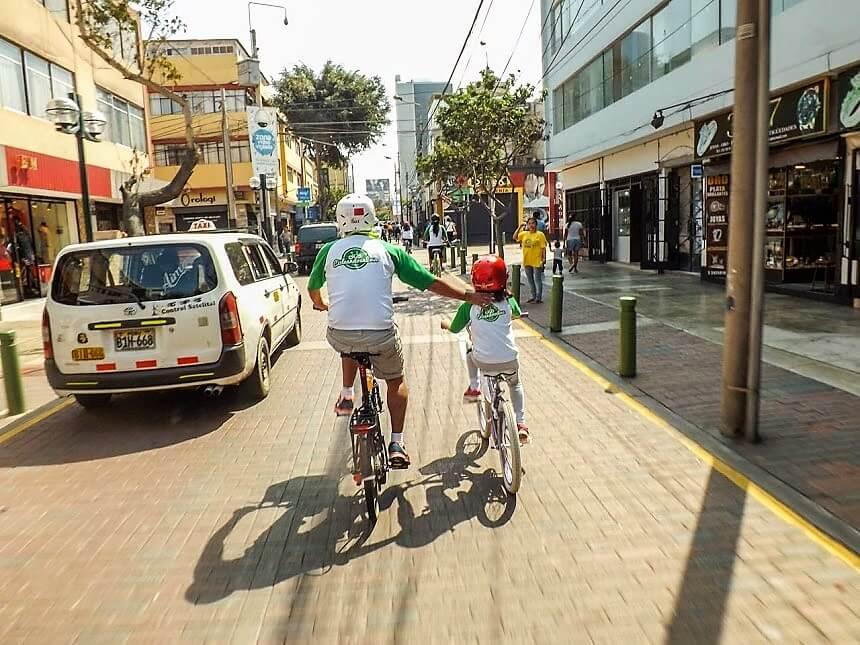Cicleandoenlima: una familia que construye ciudad a pedalazos