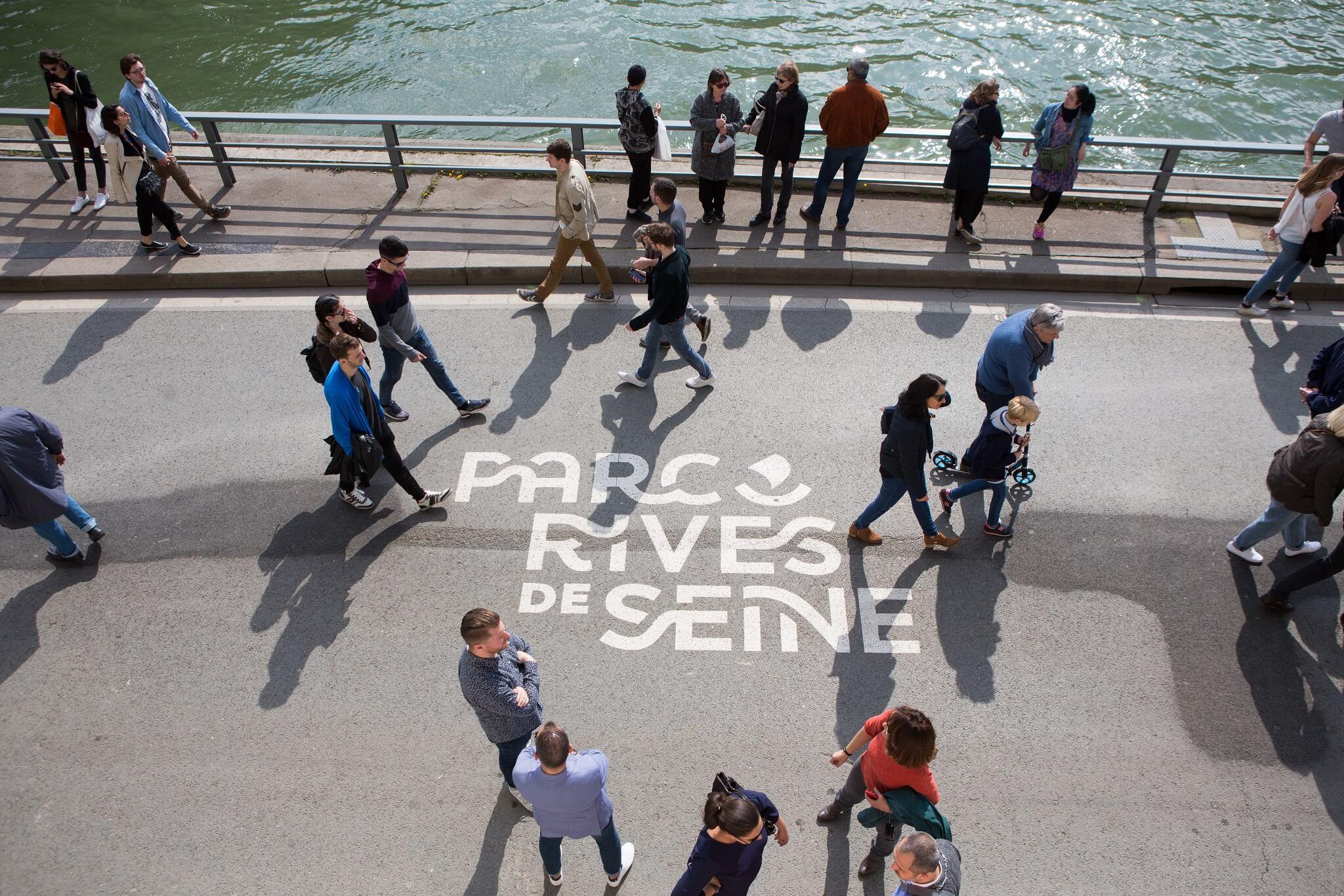 En abril de 2017, Hidalgo profundizó la medida abriendo otro nuevo parque de 2,5 kilómetros lineales habilitados exclusivamente para los peatones en la ribera derecha y que se sumaron a los 4,5 kms de parque existentes en la orilla izquierda, completando así 7 kms. Foto: Jean-Baptise Gurliat -Alcaldía de París