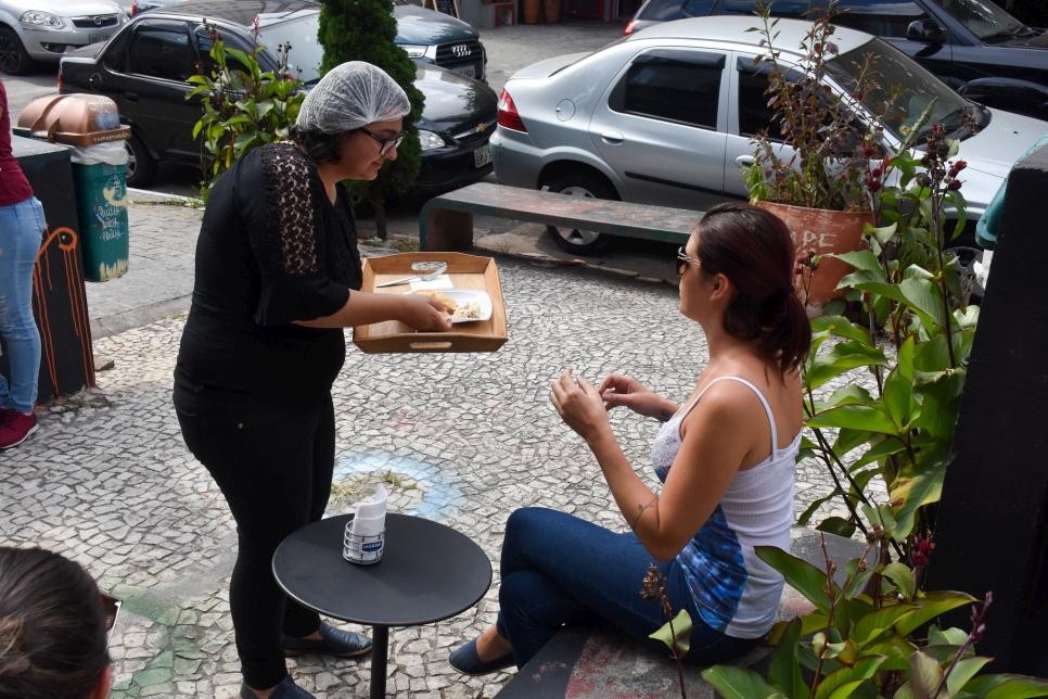 'Bab Sharki', la start-up de refugiados para refugiados, en Sao Paulo