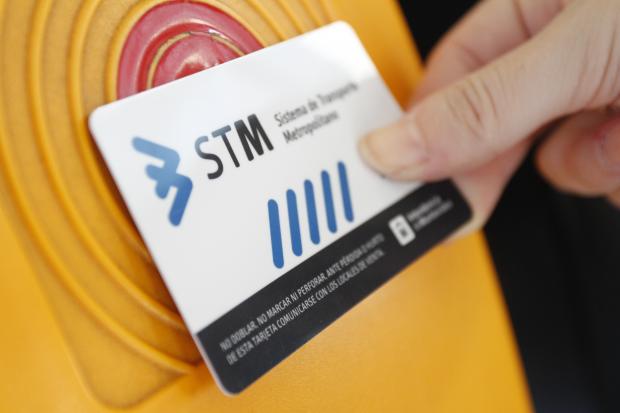 Usuarios frecuentes del transporte público de Montevideo reciben devoluciones