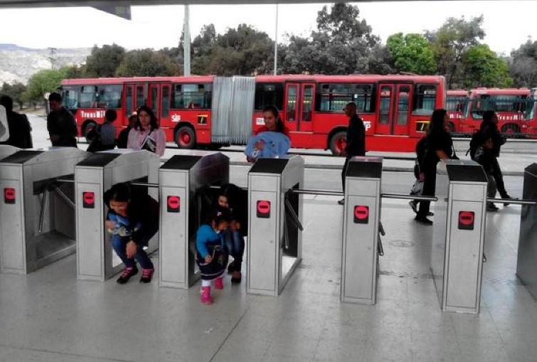Corrupción ciudadana le quita 67 millones de dólares al año a Transmilenio en Bogotá