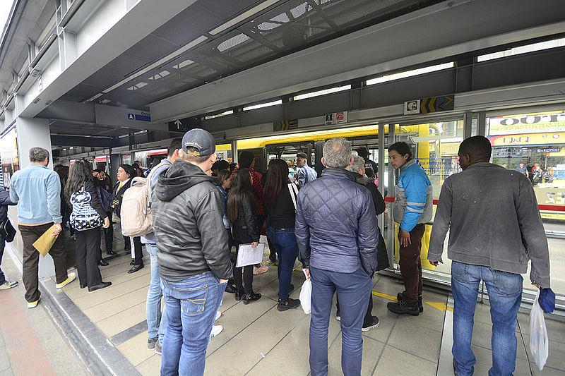 BOGOTA TRANSMILENIO ESTACION - LA.Network