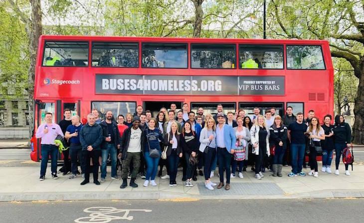 Una segunda vida útil para los buses: ser albergue para los habitantes de calle