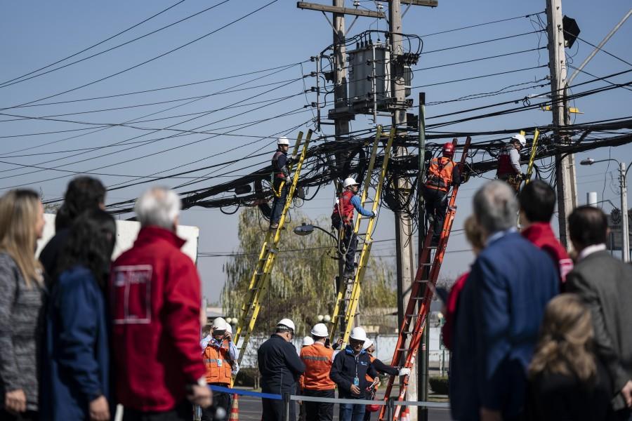 Chile ya tiene ley para regular el tendido de cables aéreos