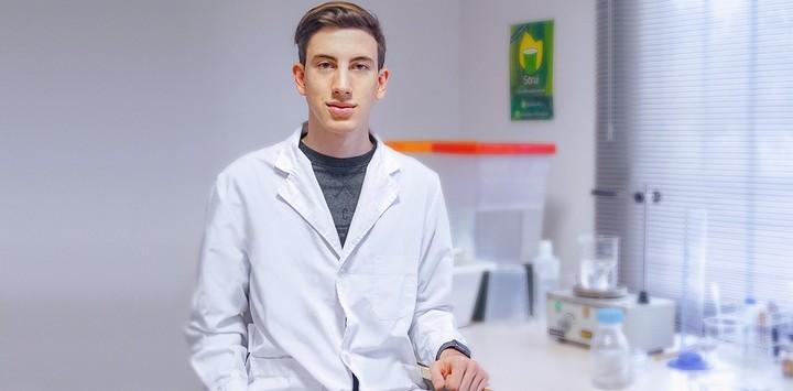 El argentino de 21 años que inventó la solución contras los vasos plásticos