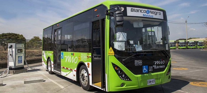 Comenzó a rodar en Cali la primera flota de buses eléctricos de Colombia