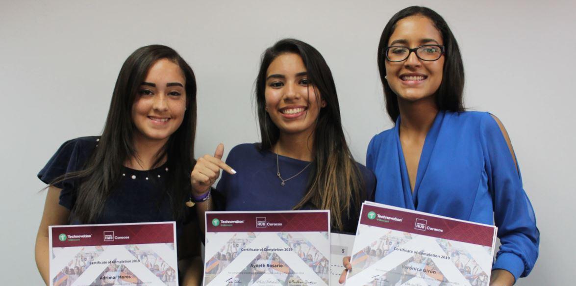 Jóvenes venezolanas crean aplicación que fomenta el reciclaje de plástico