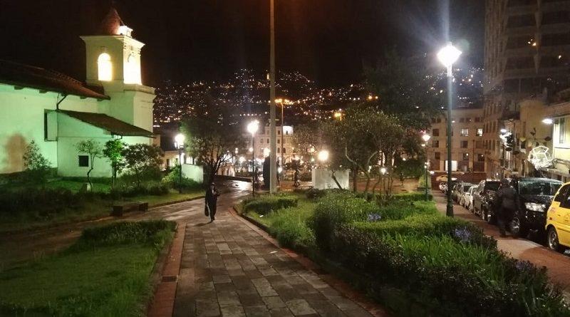 Renuevan luminarias en el Centro Histórico de Quito