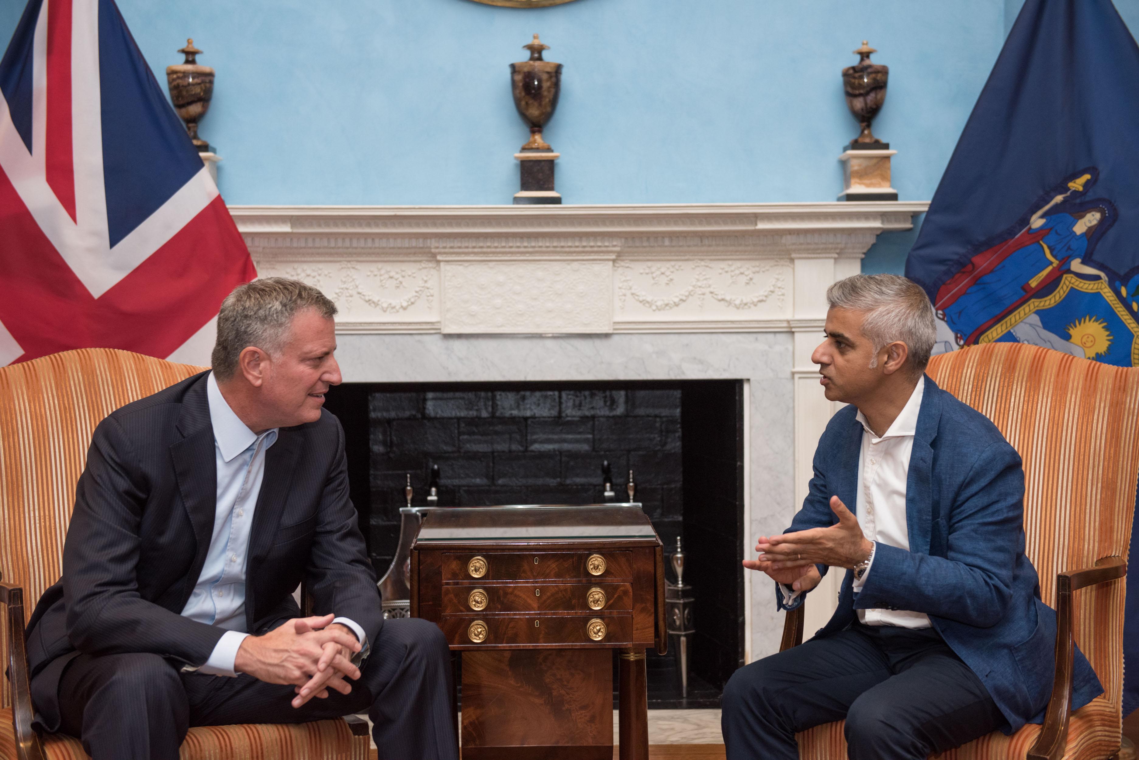 Alcaldes de Nueva York y Londres instan a todas las ciudades a desinvertir en combustibles fósiles
