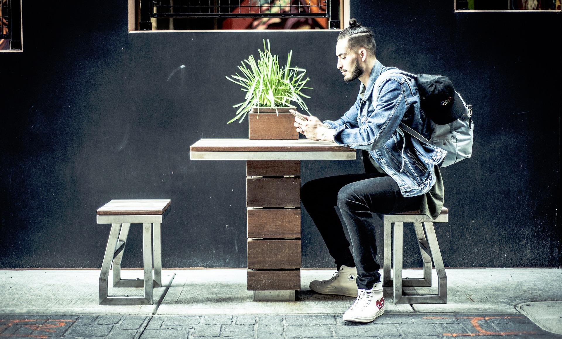 Millennials y Generación Z son más orientados a la sostenibilidad, incluso cuando se trata de dinero