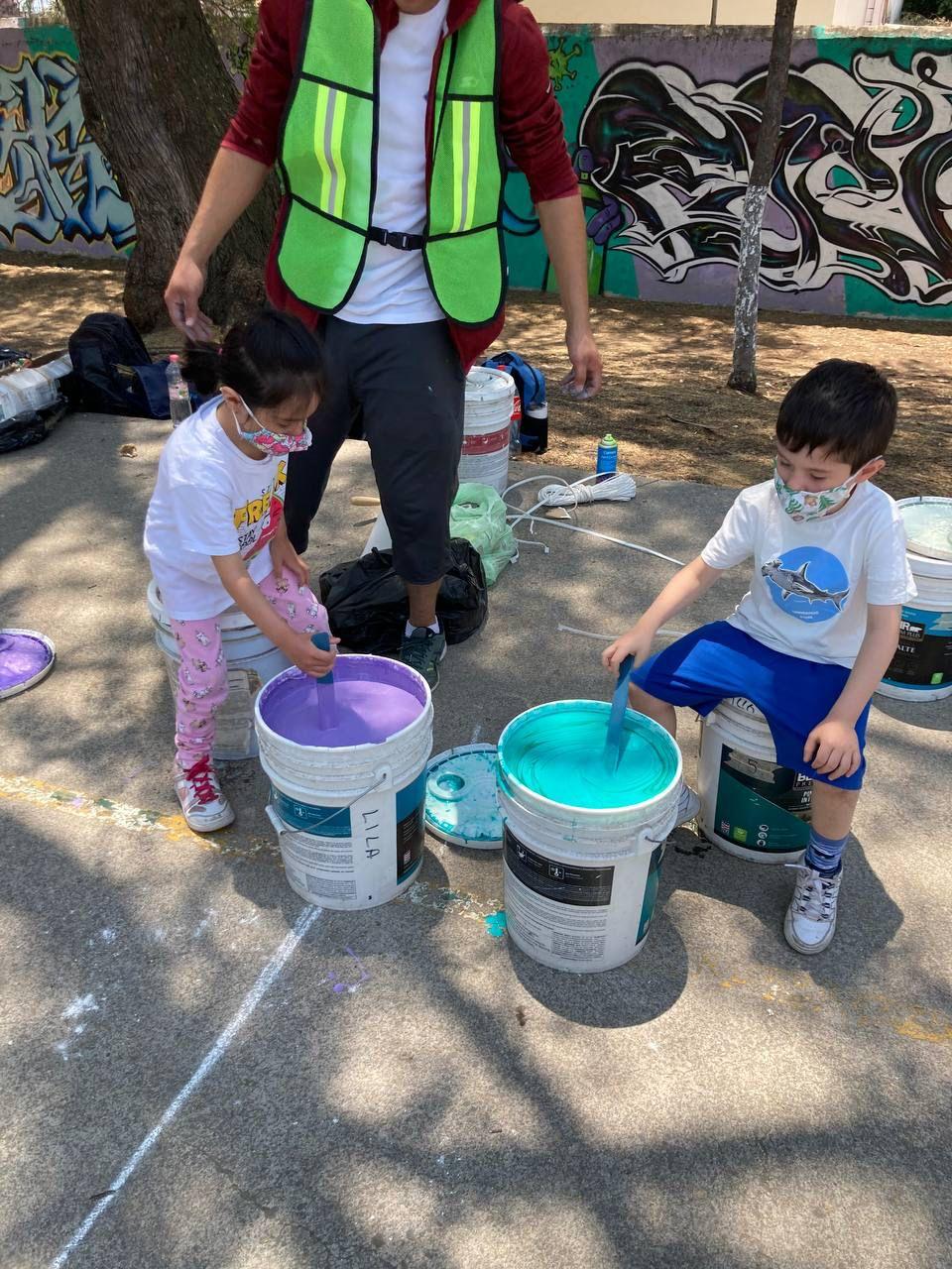 Para la rehabilitación del Parque Valle de México en Cuautitlán Izcalli, los vecinos más jóvenes se involucraron para pintar su cancha y señaléticas que invitan a cuidar su lugar.